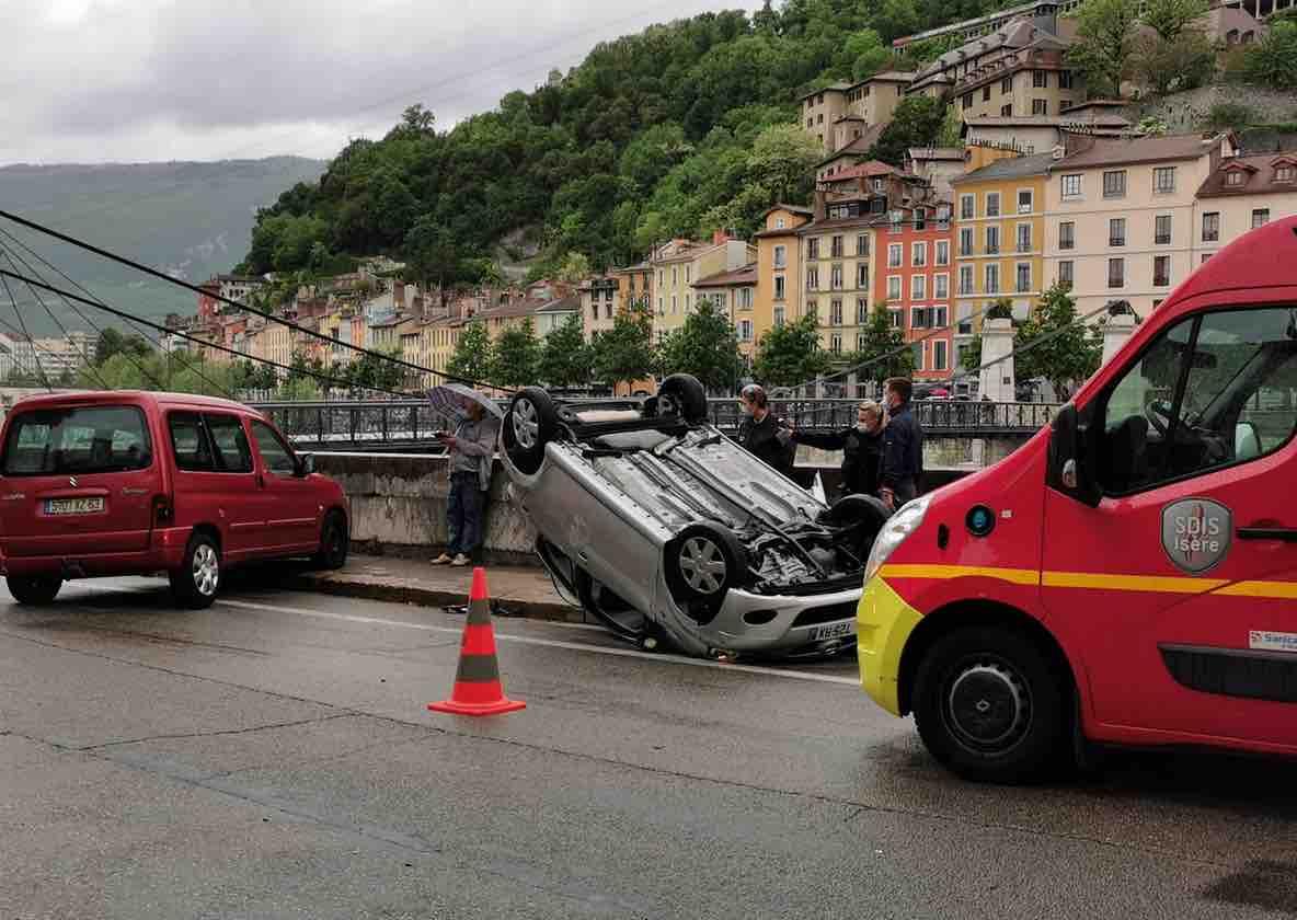 accident-quai-rive-gauce-grenoble
